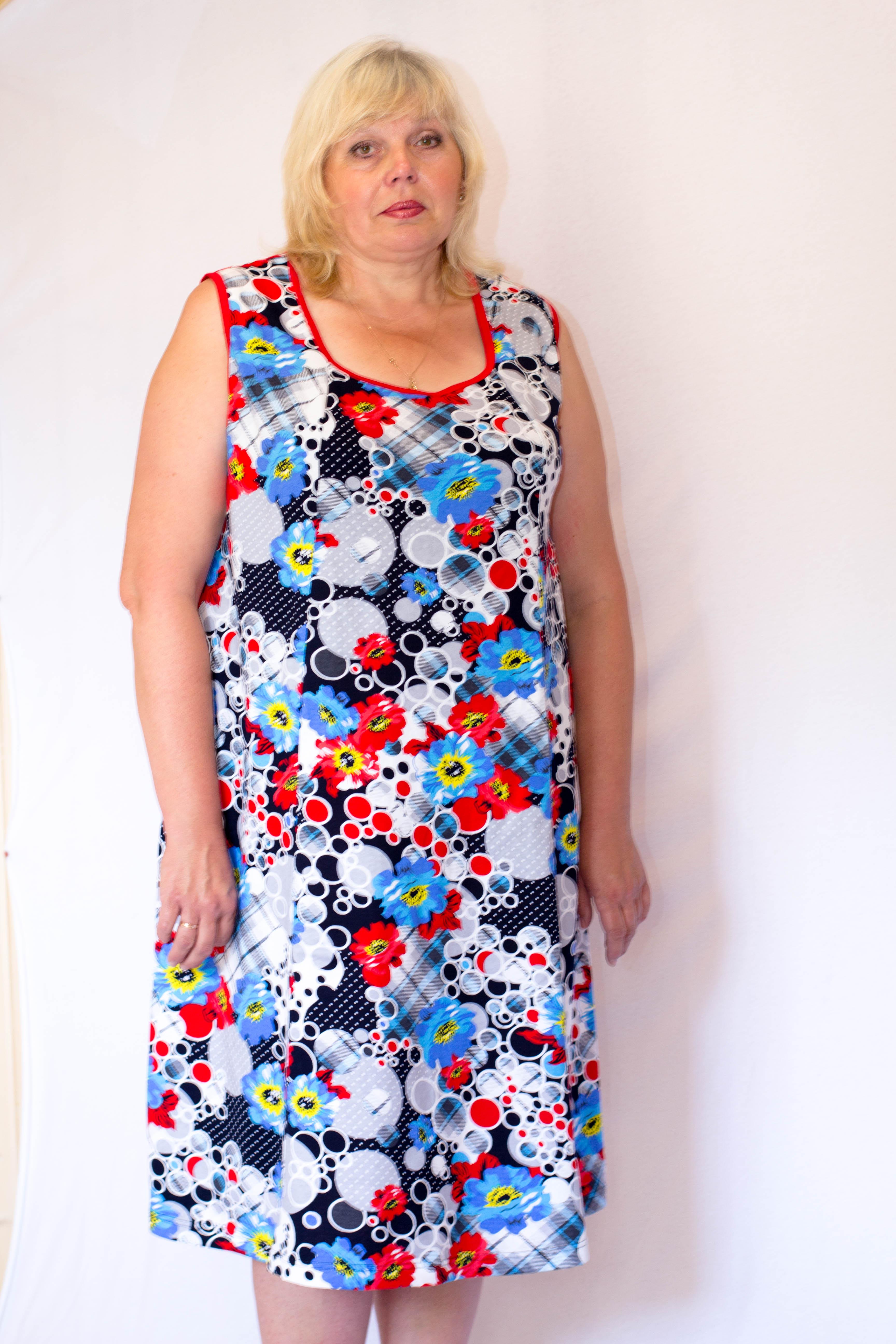 Изображение: Платье с рельефами без рукавов